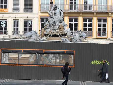 La Fontaine Bartholdi derrière sa palissade - LyonMag