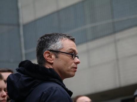 Renaud Payre sur la place Ballanche à la Guillotière - LyonMag