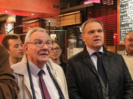 François-Noël Buffet (à droite) suit les résultats de la primaire ce dimanche avec le député Michel Terrot - LyonMag