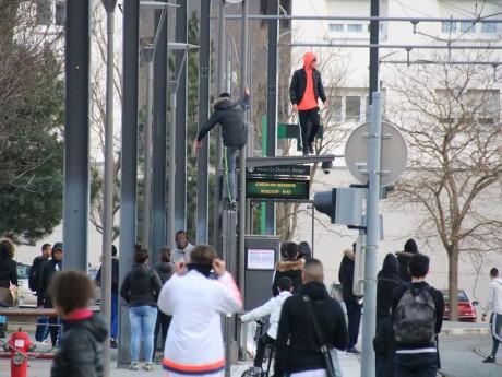 Les jeunes ont semé la pagaille dans le quartier de Vénissieux - LyonMag