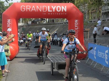 L'arrivée du Sun Trip Tour 2017 sur les berges du Rhône à Lyon - LyonMag
