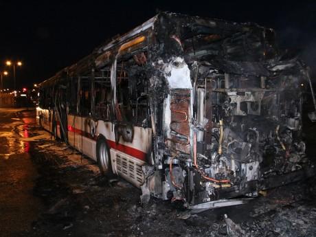 Le bus a été ravagé par les flammes - LyonMag