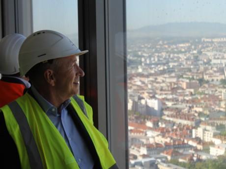 Gérard Collomb au sommet de la tour Incity - LyonMag