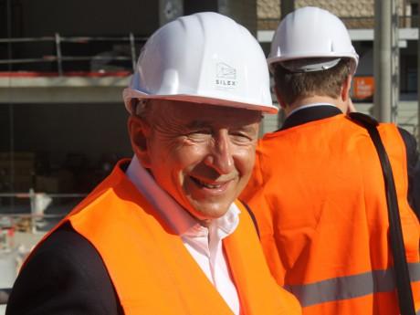 Gérard Collomb en habit de chantier, l'un de ses préférés - LyonMag