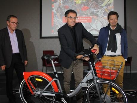 David Kimelfeld, président de la Métropole, présente le nouveau Vélo'V - LyonMag