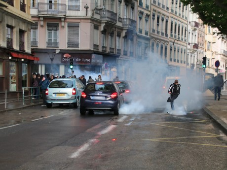 La manifestation ni-Macron, ni-Le Pen avait dégénéré durant l'entre deux-tours de la présidentielle à Lyon - LyonMag