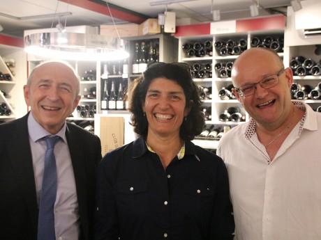 Gérard Collomb et Danièle Cazarian chez un commerçant de Genas ce jeudi - LyonMag