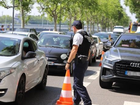 Le contrôle opéré ce jeudi quai Gailleton - LyonMag