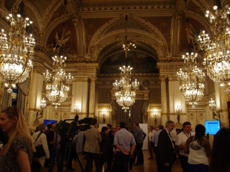 Les salons de la préfecture ce dimanche soir - LyonMag