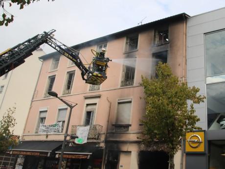 Les pompiers ont longtemps lutté contre les flammes vendredi dernier - LyonMag