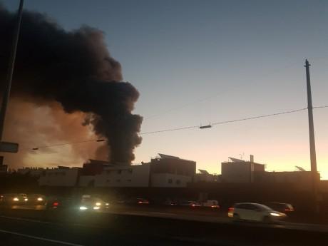 L'incendie de Bel Air Camp et son panache noir de fumée - LyonMag