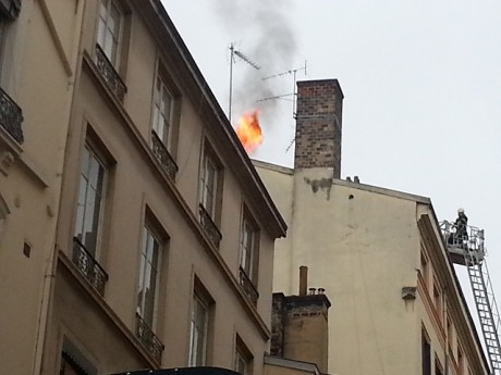 Les pompiers en pleine intervention ce samedi matin - LyonMag