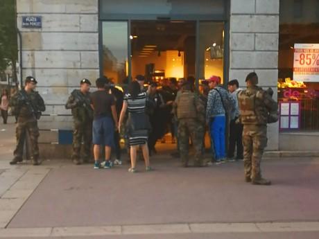Les militaires sont intervenus au Monoprix Bellecour -  LyonMag