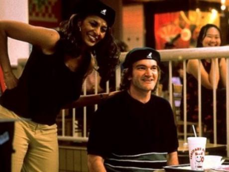 Pam Grier et Quentin Tarantino sur le plateau de tournage de Jackie Brown - DR