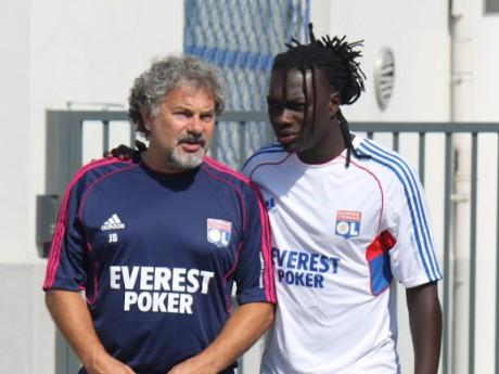 Bafé Gomis, ici aux côtés de Joël Bats, semble revenir en bonne forme avec l'OL - LyonMag