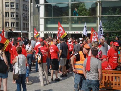 Les salariés devant le tribunal mardi matin - LyonMag.com