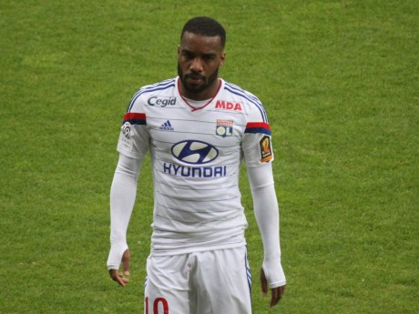 Lacazette absent de l'équipe type de Ligue 1 par l'UEFA - LyonMag.com