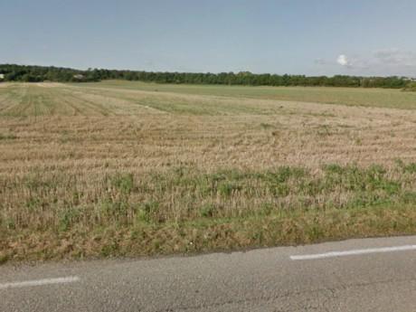 C'est dans ce champ, aujourd'hui de maïs, que la voiture a été retrouvée - DR Google Maps