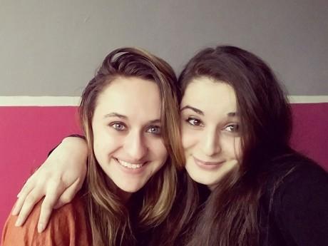 Laura (à gauche) et sa cousine Mauranne - DR