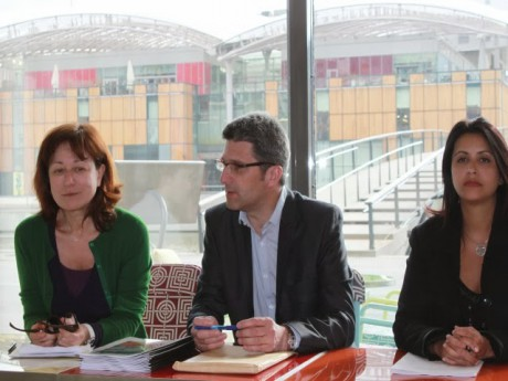 Christophe Geourjon, entouré de Fabienne Levy et de Fouziya Bouzerda - LyonMag