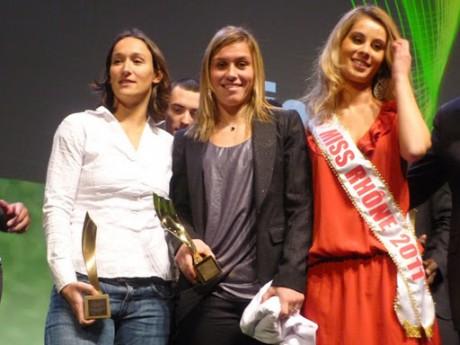 Ils seront dix prétendants à la succession de la footballeuse Camille Abily (au centre) - LyonMag.com