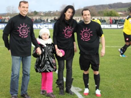 Liv entourée de ses parents et de Ludovic Giuly - DR