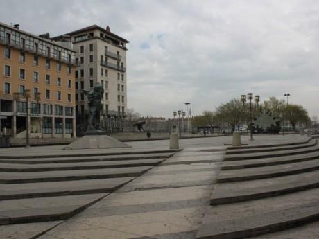 La place Louis Pradel va accueillir ce cours géant de français - LyonMag
