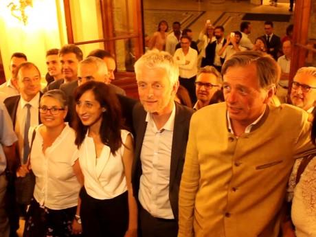 Plusieurs des nouveaux députés LREM du Rhône, sur les marches de la préfecture - LyonMag