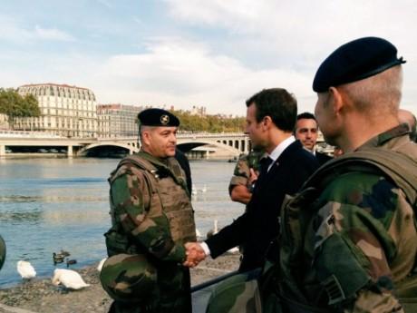 Emmanuel Macron rencontre les militaires de Sentinelle - DR Twitter Défense Sud-Est