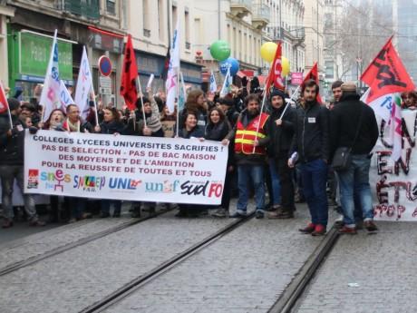 Les manifestants place Guichard - Lyonmag.com