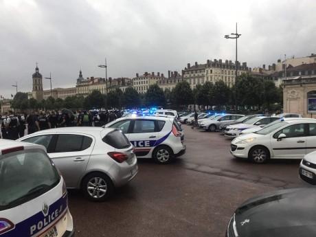 Les policiers de nouveau rassemblés ce vendredi après-midi - LyonMag