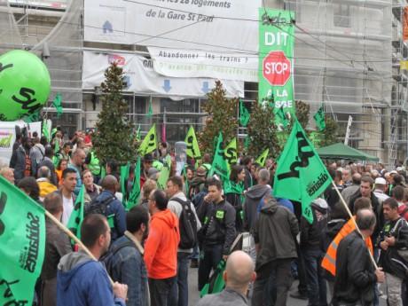 Le rassemblement lundi matin devant la gare St-Paul - LyonMag.com