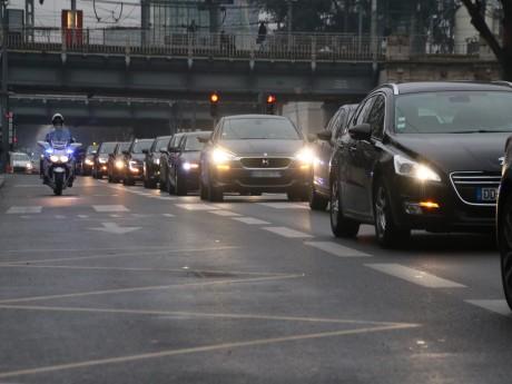 Une cinquantaine de véhicules dans les rues de Lyon - LyonMag