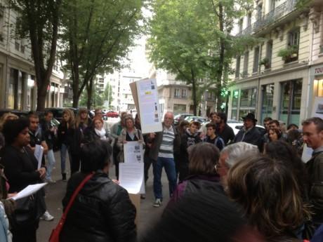 Manifestation en soutien aux Roms ce mardi devant la Préfecture du Rhône - Photo Lyonmag