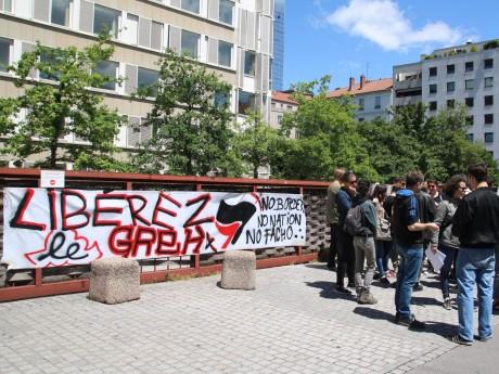 Les manifestants ont déployé une banderole - Lyonmag.com
