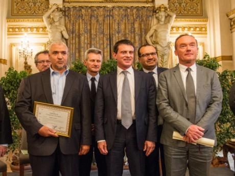 Manuel Valls avec le major de promo, l'imam de Saint-Etienne - Lyonmag