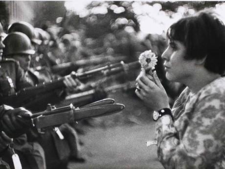 La photographie la plus célèbre de Marc Riboud - DR