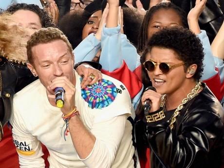 Coldplay et Bruno Mars lors du superbowl - DR