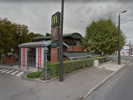 Le Mc Donald's de Caluire est situé près d'un rond-point très fréquenté - DR Googgle Street View