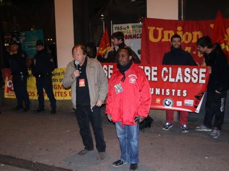 Imani Mmadi (ici en rouge) a vu son entretien préalable au licenciement reporté au 24 décembre - LyonMag