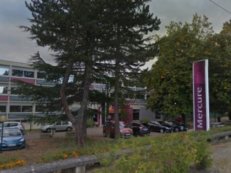 A Lyon, c'est l'hôtel Mercure de Charbonnières qui augmentera le plus ses tarifs pendant l'Euro 2016, selon l'UFC Que Choisir - DR Google StreetView