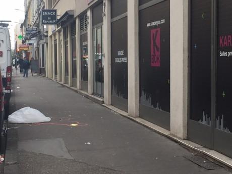 L'emplacement du corps de la victime avait été délimité sur le trottoir à Villeurbanne - LyonMag