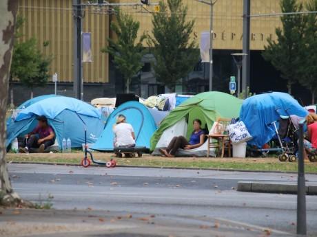 Les tentes des migrants sur l'esplanade Mandela - LyonMag