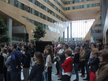 Minute de silence dans le hall de l'Hôtel de Région - LyonMag