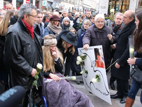 Julie et Eric Moreno lors d'une marche blanche pour Anne-Laure - LyonMag