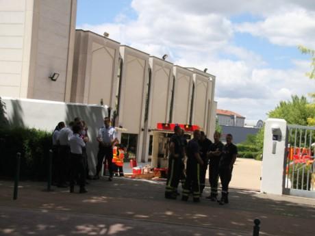 Un important dispositif de pompiers est déployé devant la Grande mosquée de Lyon - LyonMag