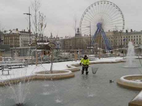Les bassins de la place Bellecour vendredi midi - Photo LyonMag