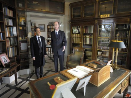 Yves de Gaulle accompagné ici de Nicolas Sarkozy - DR