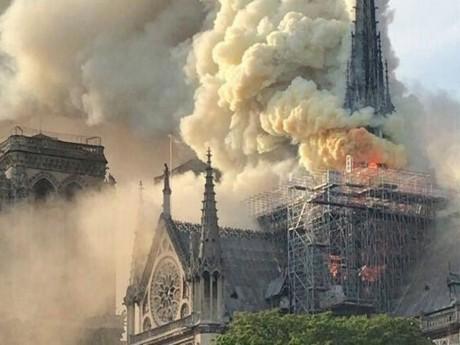 Notre-Dame de Paris en proie aux flammes ce lundi soir - DR