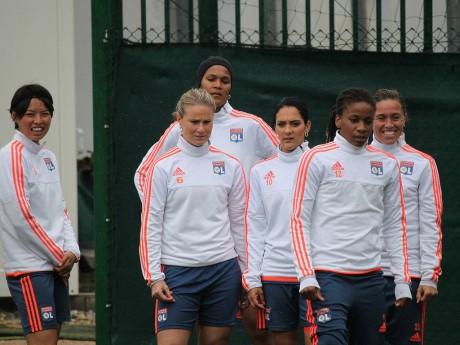 L'OL féminin à l'entraînement sous la pluie cette semaine à Tola Vologe - LyonMag